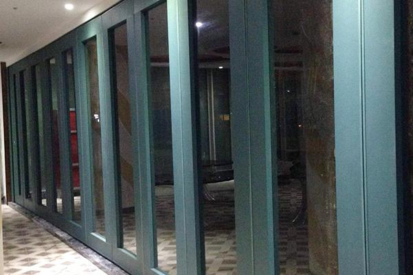 生产玻璃活动隔断